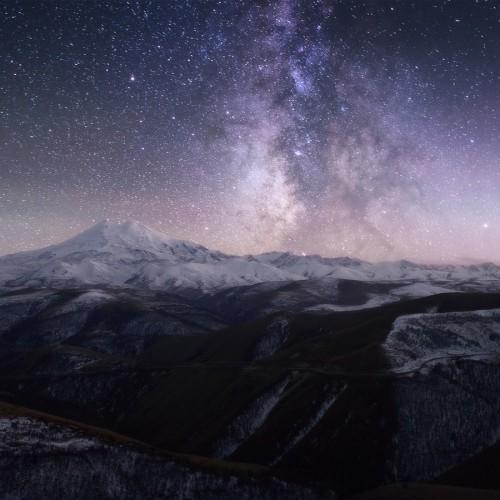 kolioli-20161022-Olga-Potapova-Mount-Elbrus-and-Milky-way-Caucasus-mountains